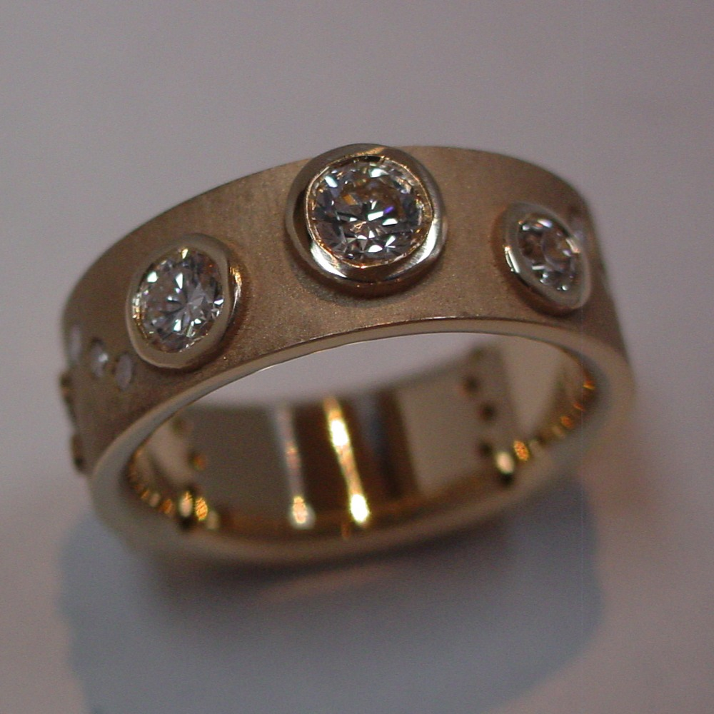 14k Yellow Gold Diamond Custom Band Top