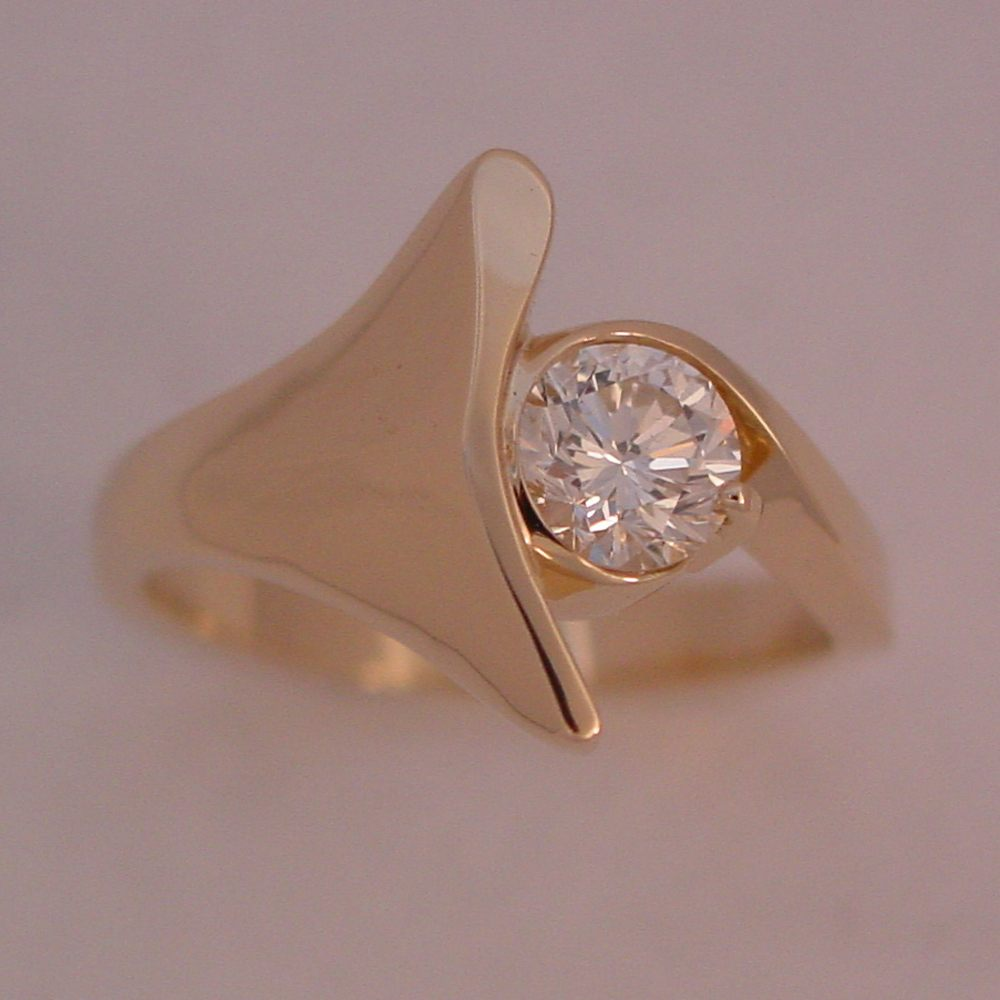 14k Yellow Gold Diamond Whales Tail Ring