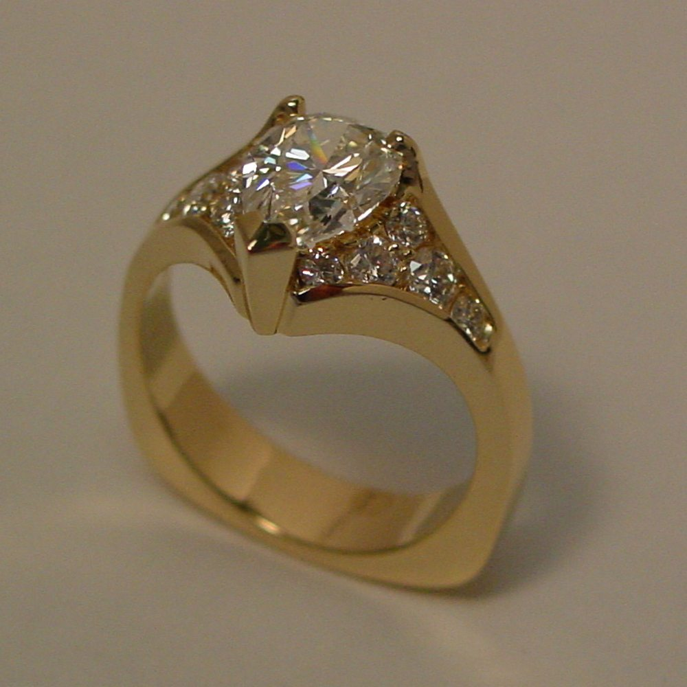 18k Yellow Gold 1ct Pear Shaped Diamond Ring