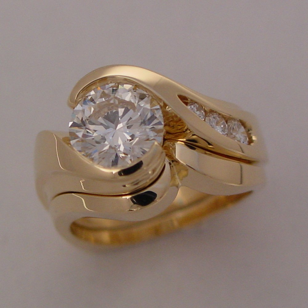 18k Yellow Gold Sculpture, 1.25ct Diamond